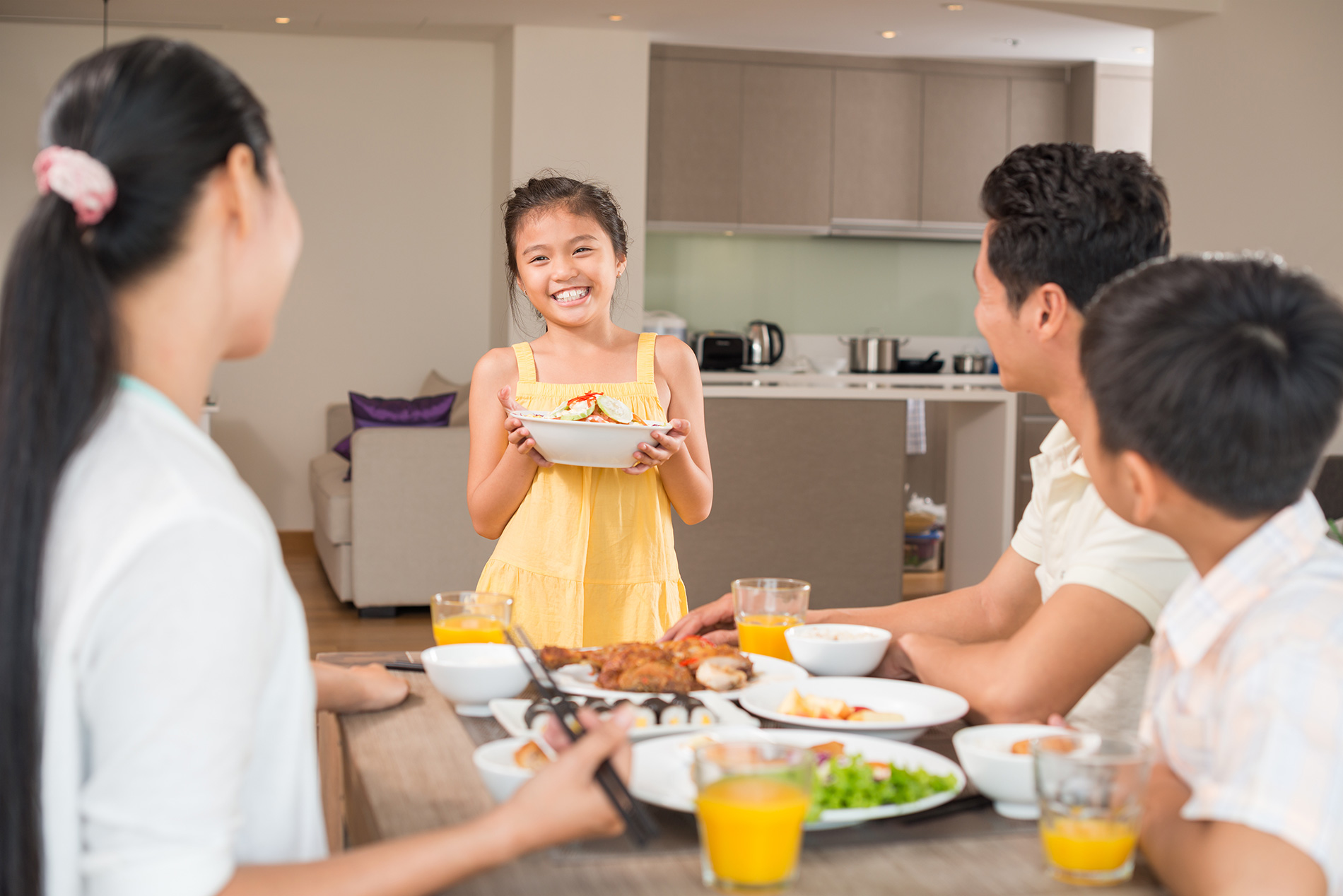 Learn the Benefits of Eating Family Meals Together